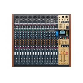 TASCAM Model 24 - Table de mixage analogique avec enregistreur numérique